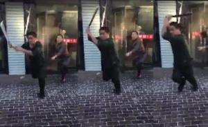 """黑龙江城管与商户争吵称""""来砍我"""",商户持长刀冲出将其砍伤"""