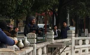外国人持枪在昆明翠湖打红嘴鸥?警方调查:实为拍照道具
