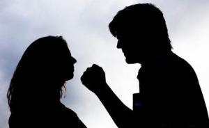 杭州首例人身保护令发出仅一月女方再遭家暴,丈夫庭上笑出声