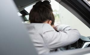 中国睡眠研究会:8成重大交通事故与司机睡眠不足有关