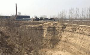"""山东滨州现30米深""""天坑"""":土被倒卖,村民担忧麦地坍塌"""