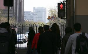 根治行人闯红灯引发大讨论,学者:长期高压执法才能真正威慑