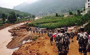 灾区宣传员:18小时未合眼,暴雨中赶路土豆充饥