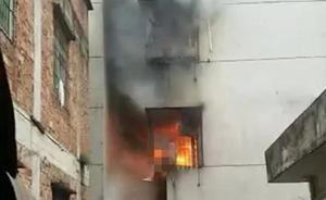 """""""残忍42秒""""拍摄者:当时与起火处隔栋房子,救火无能为力"""