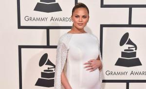 孕妇也美丽,混血性感名模在怀孕期间怎么打扮自己?