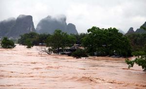 5月8日拍摄的照片显示,广西桂林市阳朔县漓江风景区被洪水淹没。 新华社 图