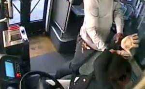 苏州男子公交车吸烟屡劝不止竟打骂女司机,已被警方控制