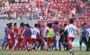 武汉宏兴足协杯赛连出两风波,人民日报:让中国足球少些折腾