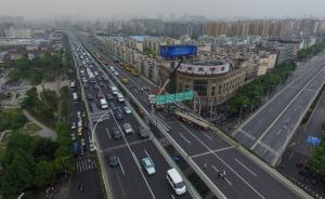 上海中环被卡车压坏次日:高架部分拥堵,地铁加密班次仍略挤