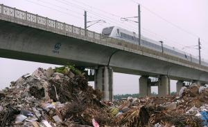 海南万泉河畔被倾倒大量建筑垃圾,当地政府:正抓紧整改