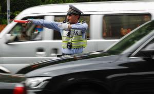 """违法变道被上海交警处罚,奔驰车主辩称""""跟着导航走的"""""""
