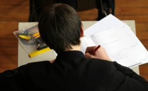 四川教育考试院:考生不能戴手表穿校服制服参加高考