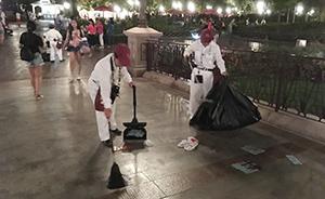 上海迪士尼开园后首个周末不文明现象时有发生,有人乱扔垃圾