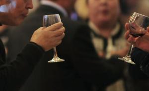 湖南省直某局长接受超标准接待,导致一名干部因饮酒发生意外