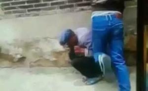 云南曲靖陆良县两男子直播称暴打老人,公安部门正调查核实