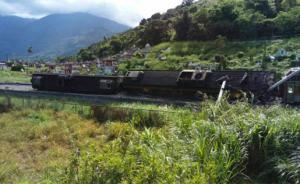 """台湾东部一""""自强号""""列车在花莲县出轨,已致2名旅客受伤"""