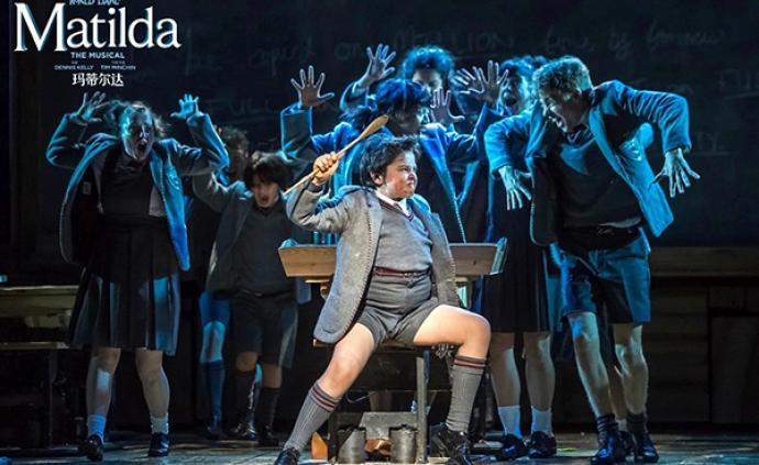 """音樂劇《瑪蒂爾達》為什么能將孩子和大人""""通吃"""""""