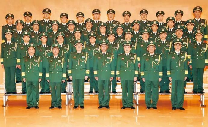 武警部队举行晋升中将少将警衔仪式