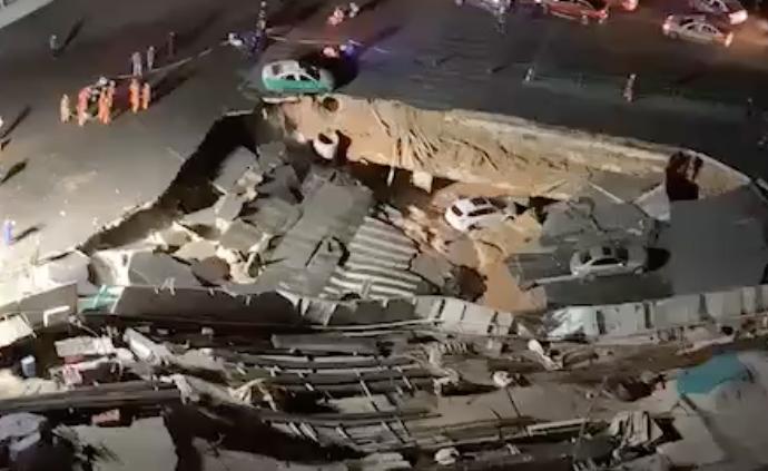 廈門一路口塌陷車輛掉入,應急局工作人員:有地鐵水管爆裂