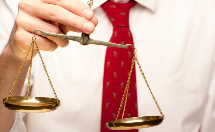 西安一房产商买两支枪被判缓刑遭质疑,律师:判决符合法律