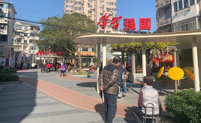 """上海首个""""学习强国""""主题公园亮相,机器人可领唱红歌"""