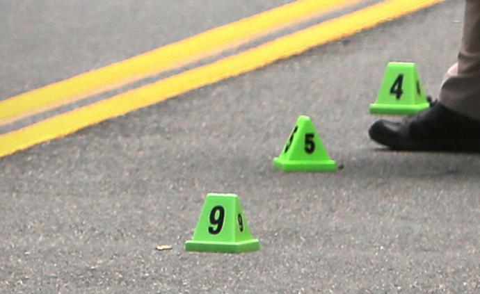 臺灣一小學停車場上演警匪對峙,嫌犯中彈后棄械投降