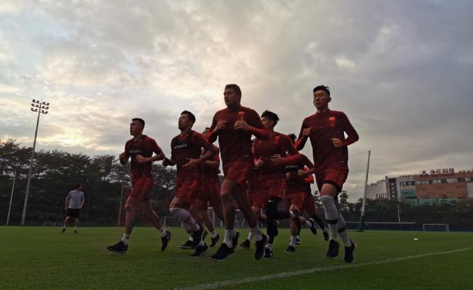 7名隊醫保障國足魔鬼訓練,一天三練的國腳們累癱了