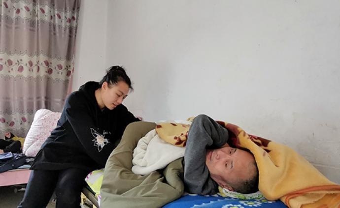 暖闻|福州闽侯95后孝女带父出嫁,照顾截瘫父亲18年