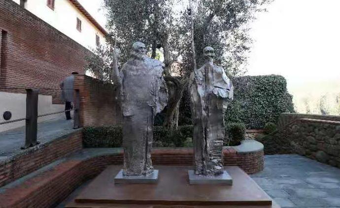 中国雕塑家塑达·芬奇与齐白石铜像,永立意大利达·芬奇故乡