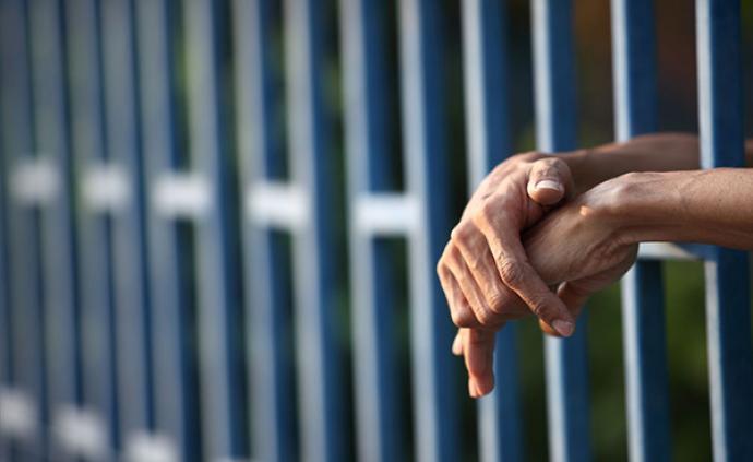 """""""两高""""批复:缓刑犯在考验期满后5年内再犯不应认定为累犯"""