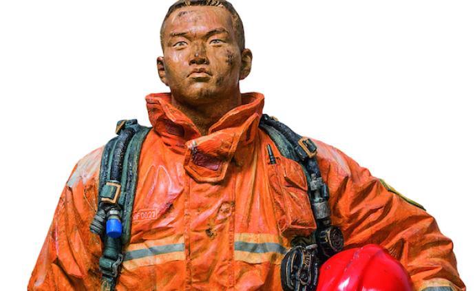 全国美展巡展上海,《烈焰青春》等金奖作品呈现艺术感染力