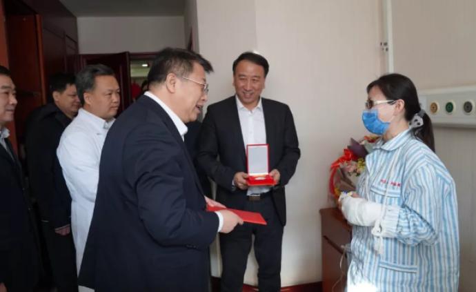 北京朝阳医院伤医事件两人阻拦行凶受伤,被认定见义勇为