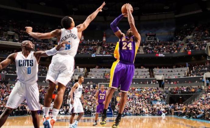 纪念|一位球员笔下的科比:靠投篮就知道篮筐矮了0.6厘米