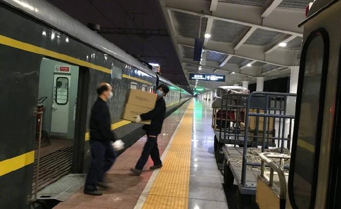 客流下降六成,铁路部门全力运送防控和生活物资
