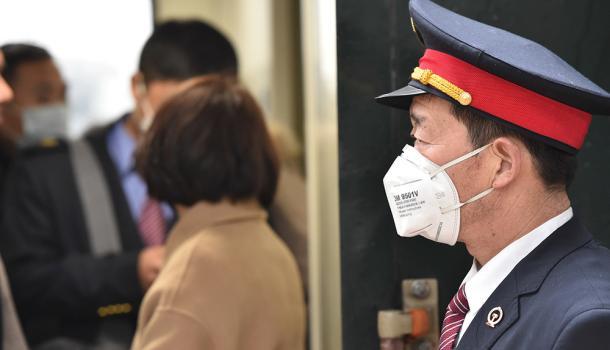 全国387个火车站配合防疫部门开展进出站旅客测温筛查