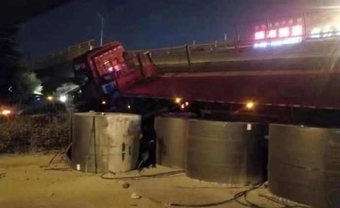 无锡桥面侧翻事故调查报告:系因重型平板半挂车超载455%
