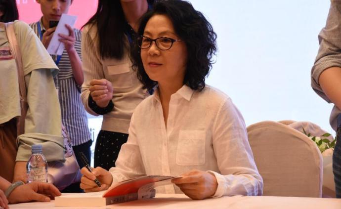 武漢作家池莉:她曾是流行病防治醫生,呼吁大家不要出門
