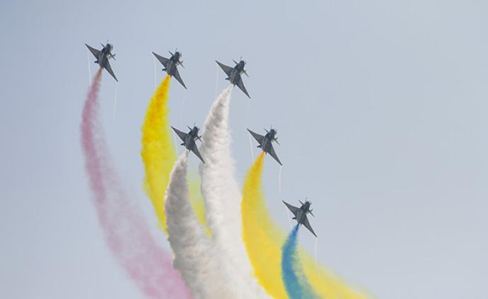 中國空軍八一飛行表演隊赴新加坡參加航展飛行表演