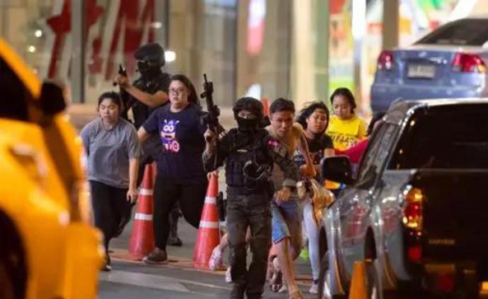 泰國槍擊案死亡人數達21人,安全部隊人員在突襲中被殺