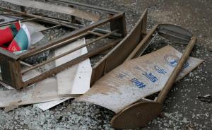 云南昆明一大学生驾车冲上公交站台致1死2伤:已拿驾照两年