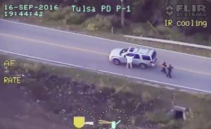 视频|美国俄州一黑人遭警察枪杀视频公布,开枪警员接受调查