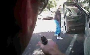 美国夏洛特警方在重压下同意公布视频,强调被打死黑人持枪