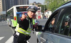 上海57岁老交警:站23年马路跑12年马拉松,还是活地图