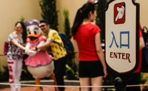 长假首日上海迪士尼人比平常周末少,项目等候不超10分钟