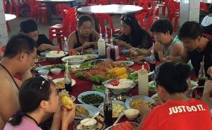 """暗访泰国游:旅客机场半日游帮领队""""扫货"""",一团迥异两桌餐"""