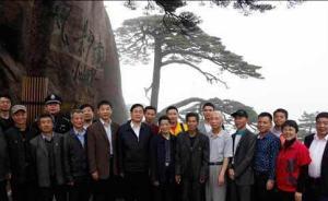 """黄山十九任守松人:与一棵800多岁的树""""相依为命"""""""