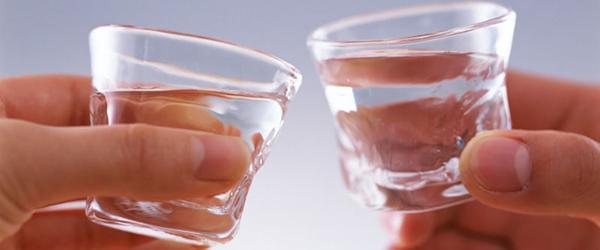 山西一中学教师AA制聚餐饮酒被查引争议,纪委:违反禁酒令