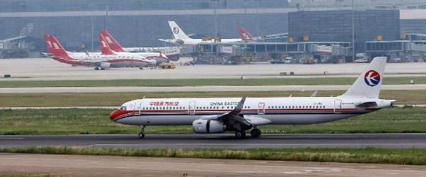 """中国民航局回应""""上海虹桥机场两客机险相撞 """":已展开调查"""