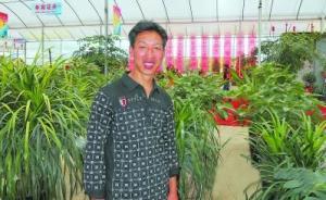 """周炳耀被村民称为微笑书记,""""待人和气,做群众工作有一套"""""""