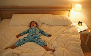 开灯睡觉会影响孩子生长发育吗?